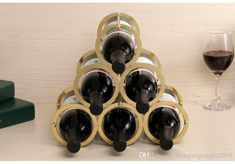 licor-decoraci-n-estante-estante-del-vino